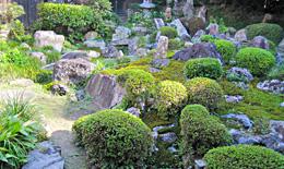 栗東市指定文化財の庭園での枯山水